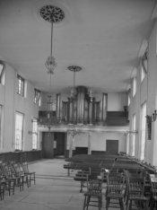 Amstel 51, Diaconie Oude Vrouwen en Mannenhuis, interieur van de kerkzaal met or…