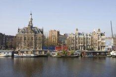 Amsteldijk 67 (links), voormalig Gemeentearchief Amsterdam
