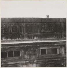 Een detail van de gevel van de Openbare Leeszaal, Keizersgracht 444-446
