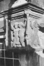 N.Z. Voorburgwal 147 , Paleis op de Dam beeldhouwwerk aan gevel