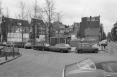 Haarlemmer Houttuinen 25 voor- en zijgevels van voor- en achterhuis geheel links