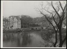 De Amstel en de Keizersgracht gezien vanuit de woning van Hildo Krop, Amstel 57