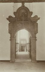 Interieur van het Huis met de Hoofden, Keizersgracht 123. Doorgangspoort in de h…