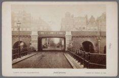 Het spoorwegviaduct voor de Buiten Oranjestraat, aangelegd vanaf 1872