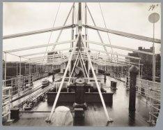 Zicht op het middenschip van het vrachtschip ss. Suriname