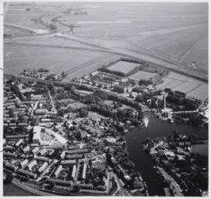 Luchtfoto in zuidoostelijke richting van Ouderkerk aan de Amstel