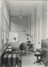 Serre, in gebruik als bezoekkamer, in het Wilhelmina Gasthuis
