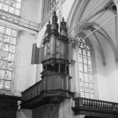Dam 12, Nieuwe Kerk, interieur met het kleine orgel