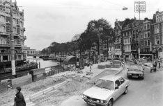 Amstel 2 (ged.) - 18 v.r.n.l., gezien vanaf de Muntsluis (brug 1)