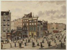 Het Sophiaplein, later Muntplein 2-6  gezien naar de Kalverstraat 213-225 en rec…