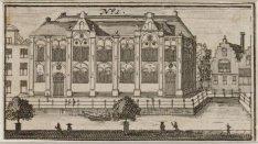 Het Spui met de Oude Lutherse Kerk. Rechts daarvan Spui 32 dat met het huis link…