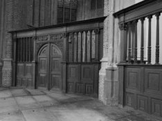 Nieuwezijds Voorburgwal 143, Nieuwe Kerk, hek van de voormalige Meeuwskapel
