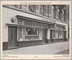 Winkelpui van de apotheek Sarphatipark 103-105, uitgevoerd door de firma Winkelm…