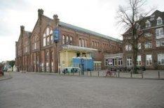 Beijersweg. Het Sportfondsenbad Oost, Fronemanstraat 3, met links de Beijersweg