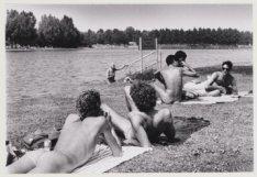 Naaktrecreatie op de eilandjes van het Sloterparkbad aan de Sloterplas