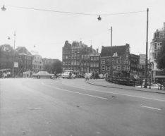 Prins Hendrikkade voor nr. 4 gezien naar de Haarlemmersluis