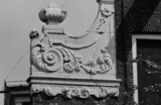 Brouwersgracht 86, detail van de halsgevel