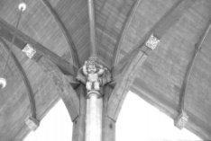 Dam 12, Nieuwe Kerk, interieur met zeventiende-eeuws schalkbeeld onder het tonge…