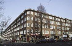 Jan van Galenstraat 132-130-128 en lager, links Joos Banckersweg 1-2-3 en hoger …