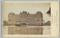 De achterzijde van het Amstel Hotel, Prof. Tulpplein 1, met op de voorgrond de A…