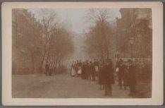 De Raadhuisstraat (gedempte Warmoesgracht) gezien richting het Koninklijk Paleis