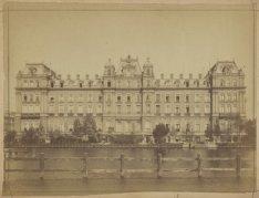 De Amstel met het Amstel Hotel (achterzijde), Prof. Tulpplein 1, met links de in…