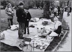 Vrijmarkt in het Vondelpark tijdens Koninginnedag