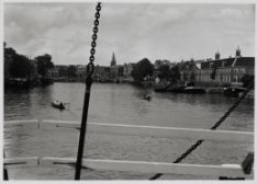 Amstel 51. Gezien vanaf Magere Brug (brug 242)