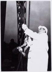 Het slaan van de 1e paal in Bijlmermeer A door Burgemeester G.van Hall