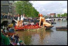 Canal Parade 2005 op de Amstel bij de Prinsengracht