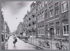 De Eerste Helmersstraat gezien in westelijke richting naar de kruising met de Ja…