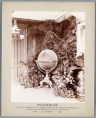 Globe aangeboden aan de heer Goedkoop bij het 10-jarig bestaan der NSM