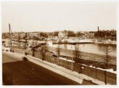 Amstel gezien naar de Weesperzijde tijdens de bouw van de Berlagebrug