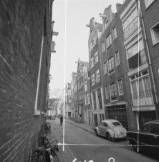 Korsjespoortsteeg 2 (ged.) - 24 v.r.n.l. gezien richting Herengracht. Tussen de …