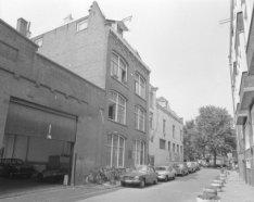Derde Looiersdwarsstraat 2 en 6 (ged.) v.r.n.l. met aansluitend rechts de zijgev…