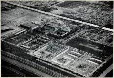 Luchtfoto van de tuinstad Geuzenveld in aanleg en omgeving gezien in zuidoosteli…