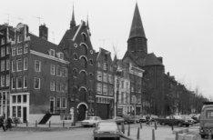 Haarlemmer Houttuinen 37-65 met in het midden de achtergevel van de Posthoornker…