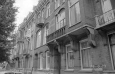 Johannes Verhulststraat 46 - 54 v.r.n.l., woonhuizen uit ca 1905 van architect L…