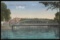 Rotterdammerbrug, Brug 150 over de Singelgracht en links Nassaukade 48