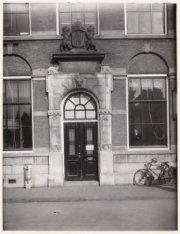De ingang van de Burgelijke Stand en het Bevolkingsregister, Singel 453