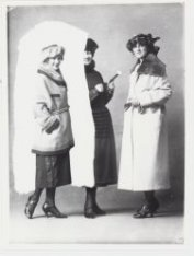 Mode 1920 bij Hirsch & Cie, Leidseplein. Winterjassen