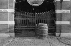 Herengracht 319, poort van distilleerderij en proeflokaal 'De Adelaar'