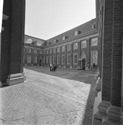 Kalverstraat 92, de binnenplaats van het Amsterdams Historisch Museum met rechts…