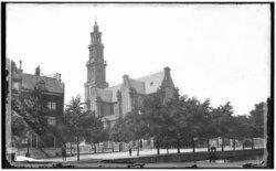 De Westerkerk op de Westermarkt gezien over de Keizersgracht. Links Keizersgrach…