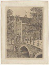 De Oetgenssluis (Brug 38) over de Keizersgracht, gezien naar Reguliersgracht 35-…