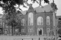 Singel 411, Oude Lutherse Kerk, zijgevel aan het Spui