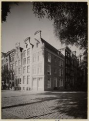 Keizersgracht 814-826 (rechts, v.r.n.l.). Links Amstel 236-244 (ged.) (v.r.n.l.)