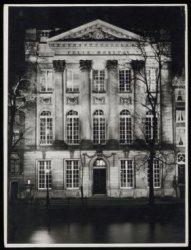Felix Meritis aan de Keizersgracht 324 in avondlicht