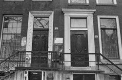 Herengracht 506 (ged.) - 508 (ged.) v.r.n.l., voordeuren en stoephekken