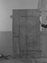 Dam 12, Nieuwe Kerk, gedemonteerde deur